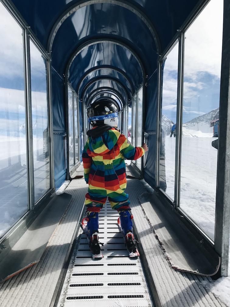 Wie bringe ich meinem Kind das Skifahren bei?