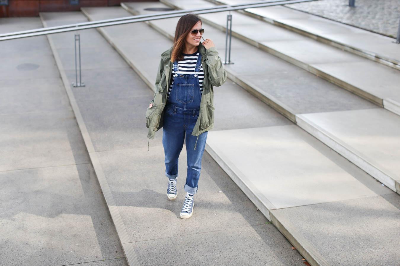 Outfit Latzhose richtig kombinieren im Herbst