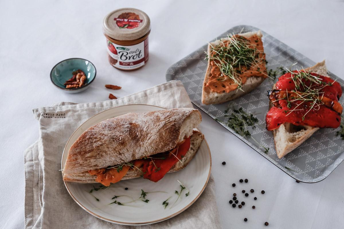 #veganlifestyle. Paprika Sandwiches.