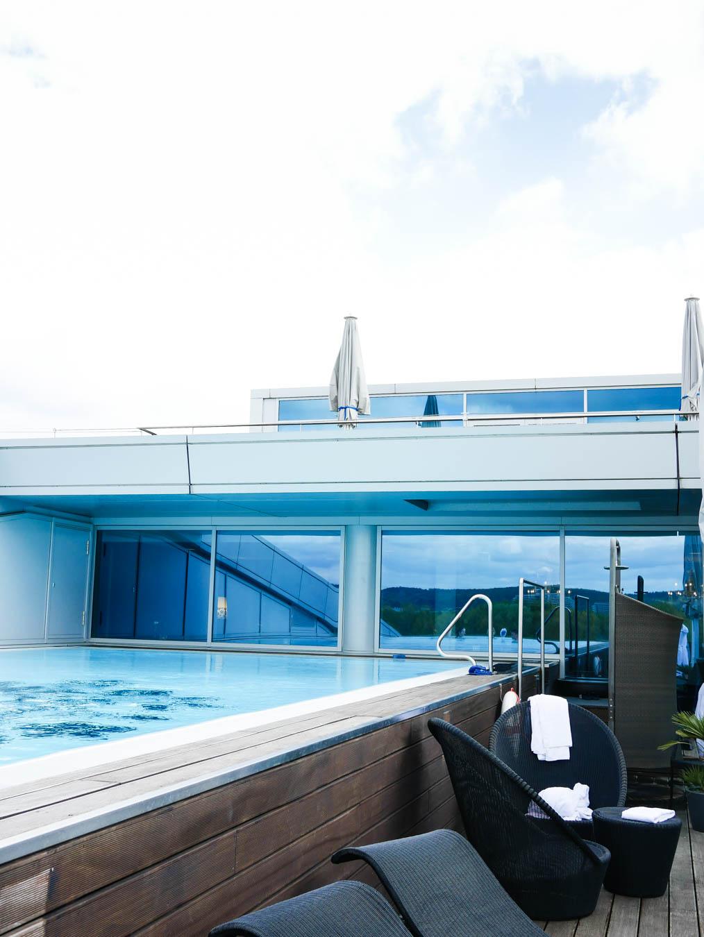 Infinity Pool Kemaha Hotel