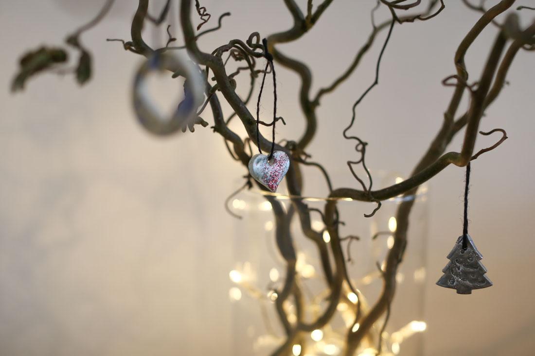 Weihnachtsanhänger mit Ton basteln