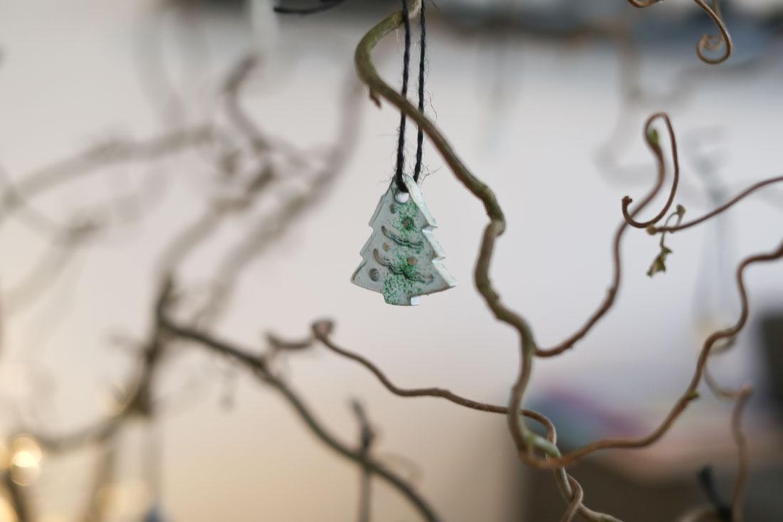 Weihnachtsschmuck mit Kindern basteln